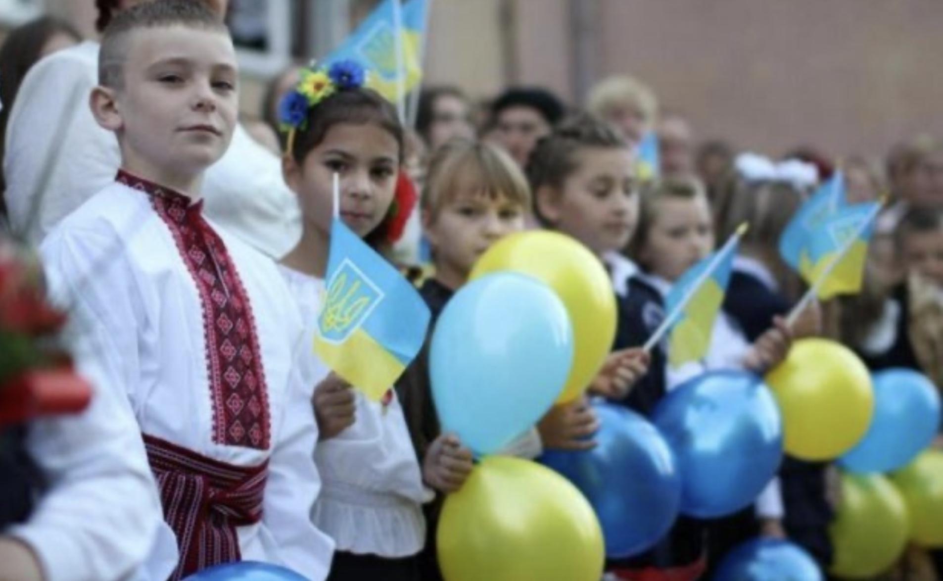 Наймолодші школярі області отримають у подарунок шкільні набори