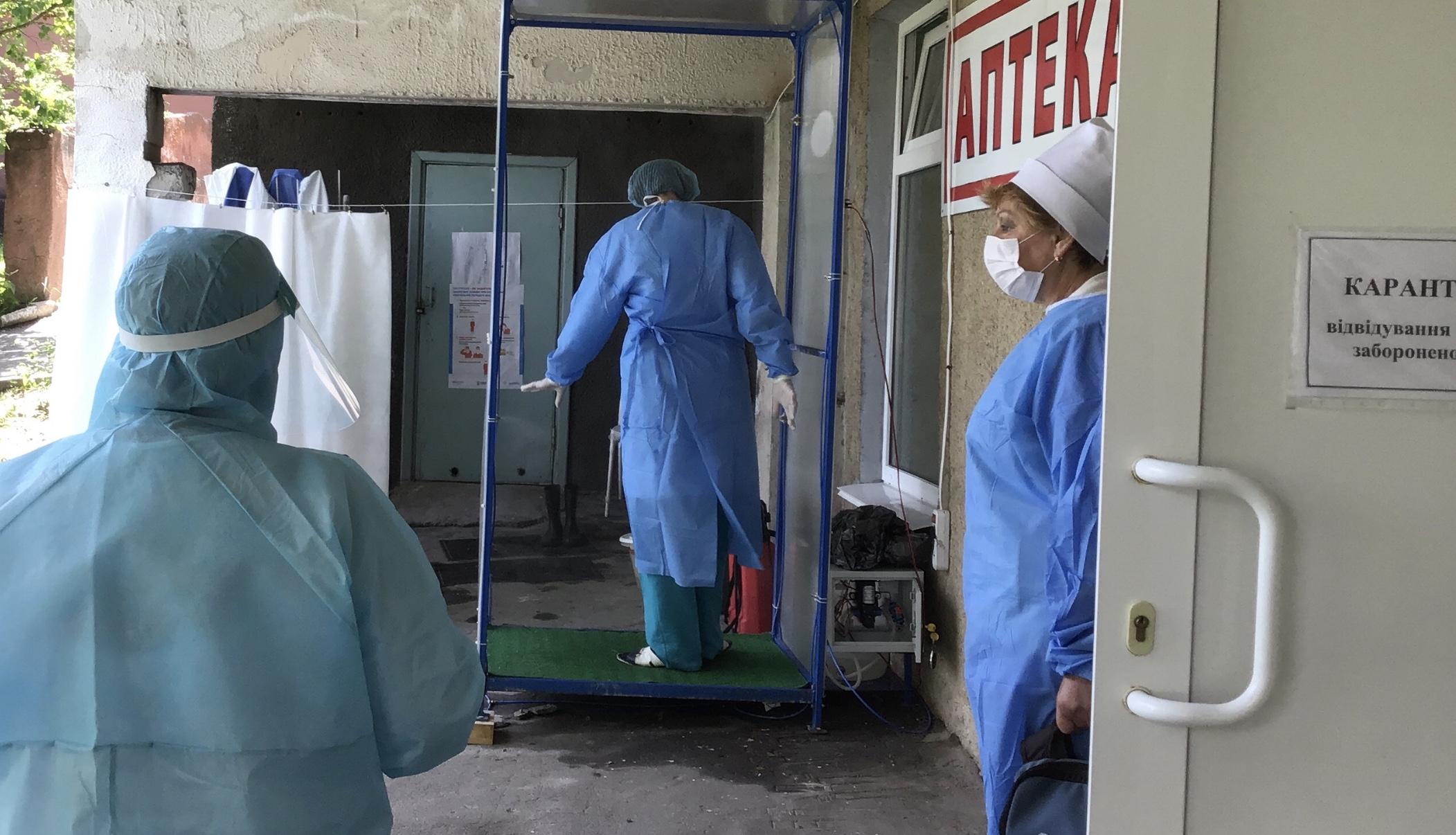 За тиждень у працівників 14-ти медзакладів Хмельниччини підтвердили COVID-19