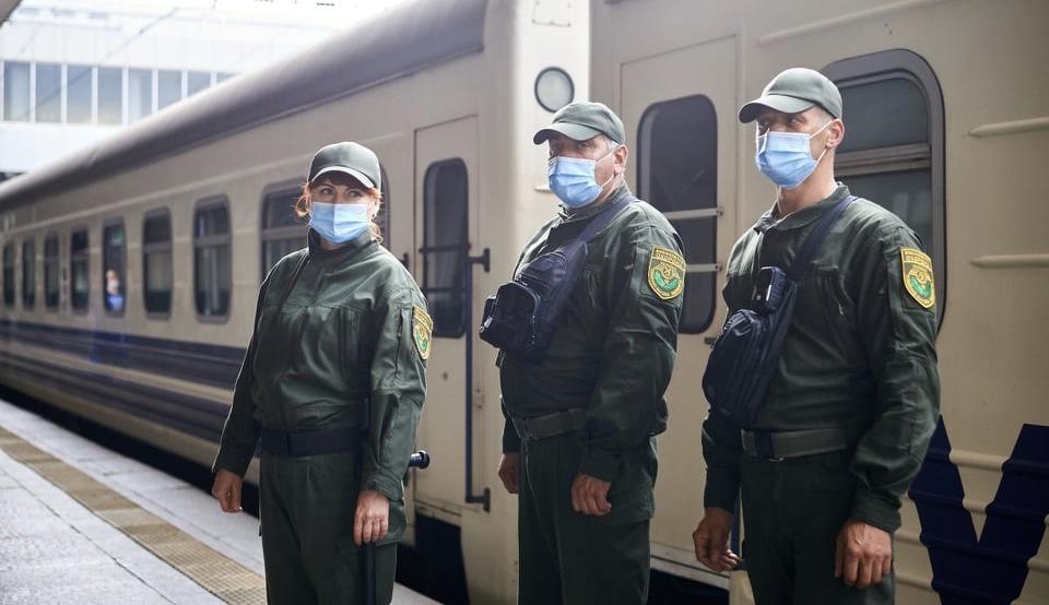 Укрзалізниця повертає в поїзди воєнізовану охорону