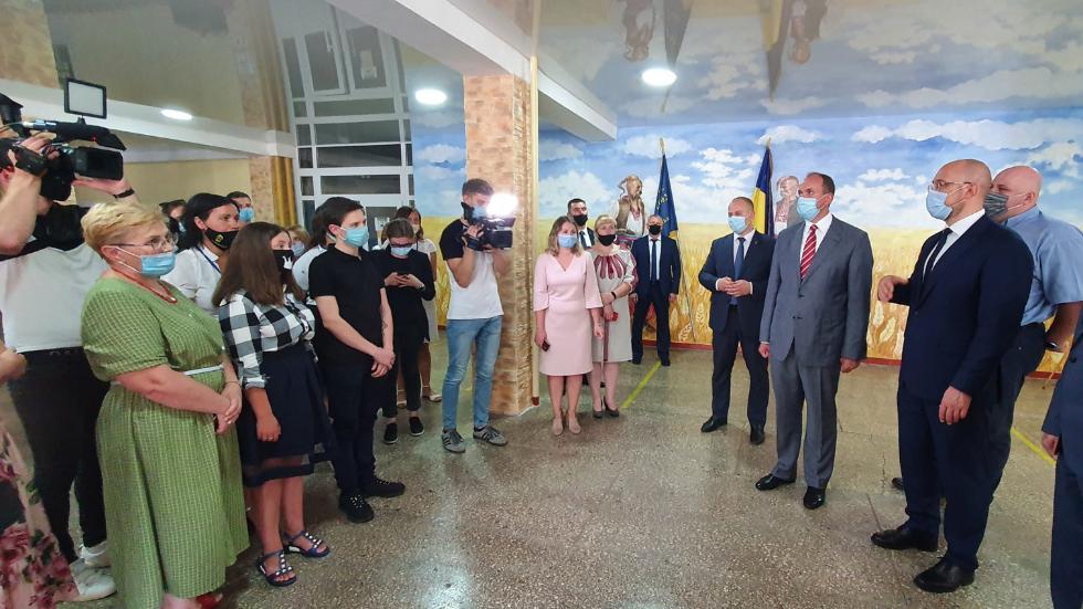 На Хмельниччині Шмигаль пообіцяв підвищення стипендії для студентів профтехів