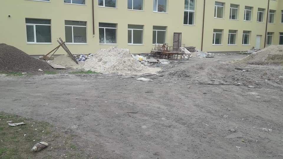 На Хмельниччині діти ходять у недобудовану школу