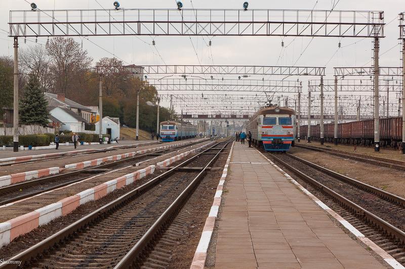 Укрзалізниця припиняє продаж квитків із чотирьох станцій Хмельниччини