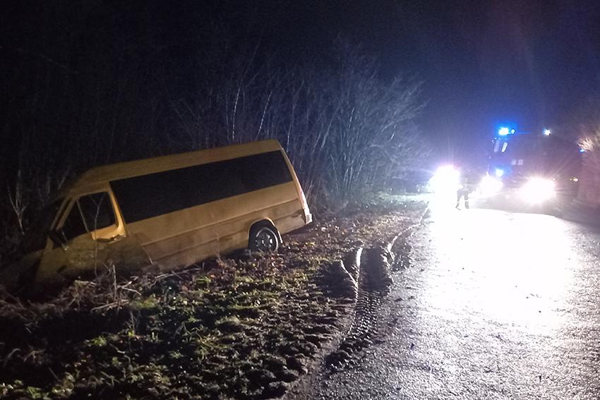 Пасажирський мікроавтобус потрапив у ДТП на Хмельниччині: троє осіб травмовано