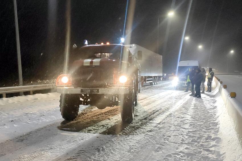 Ситуація на дорогах Хмельниччини: обмеження руху та 14 відбуксированих автомобілів