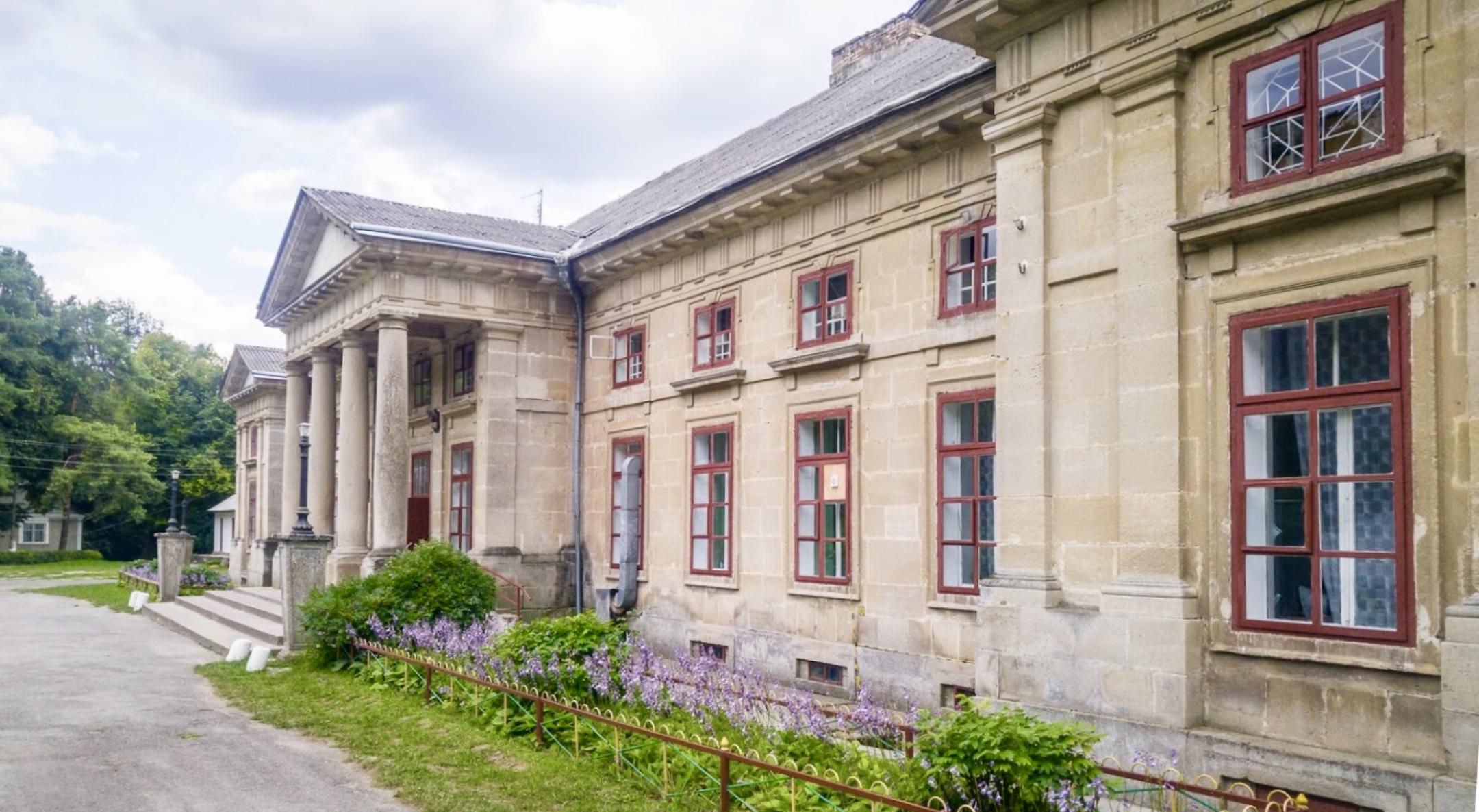 У графському палаці на Хмельниччині знайшли унікальну фреску