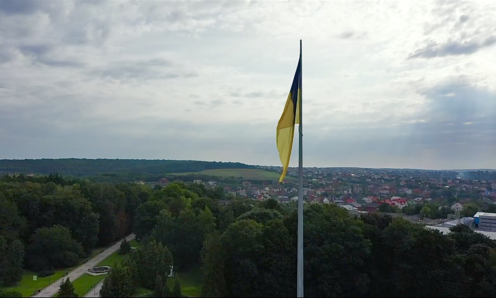Найвищий прапор на Хмельниччині підняв син Героя України
